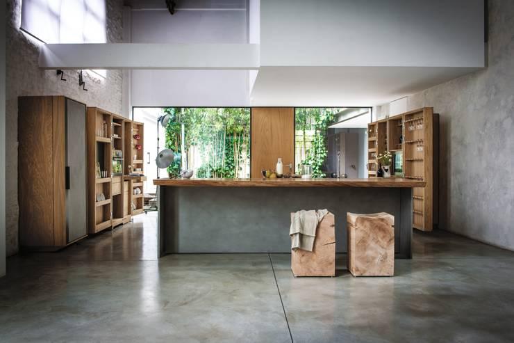 La Cucina design Matteo Thun: Cucina in stile  di Riva1920