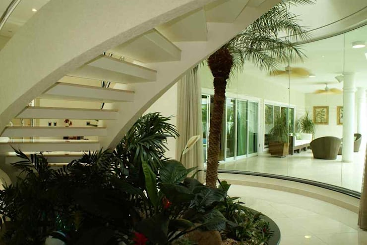 Escaleras de estilo  por Penha Alba Arquitetura e Interiores