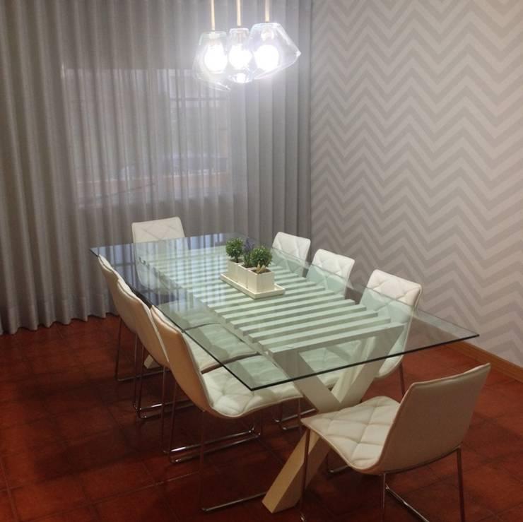 Decoração Integral – Sala de estar + Sala de jantar: Sala de jantar  por Silvia Home Decor