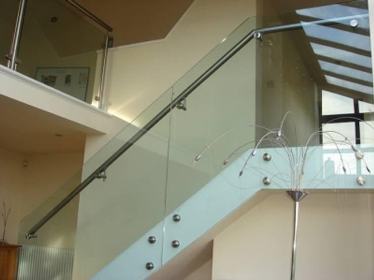 MODELO GLASS : Estudio de estilo  por POSAINOX, CA