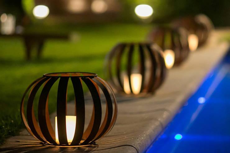 TRIZZ, el nuevo emprendimiento de tres hermanos arquitectos: Jardines de estilo  por NotiArq