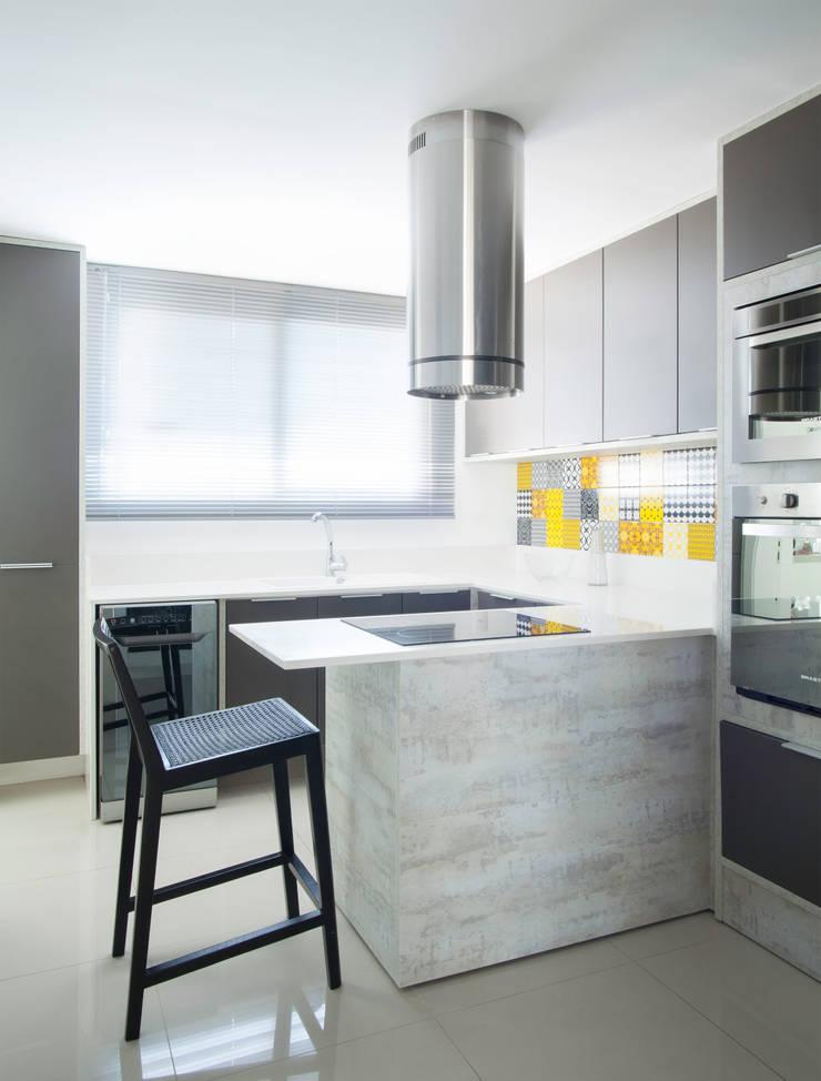 Kitchen by Johnny Thomsen Arquitetura e Design