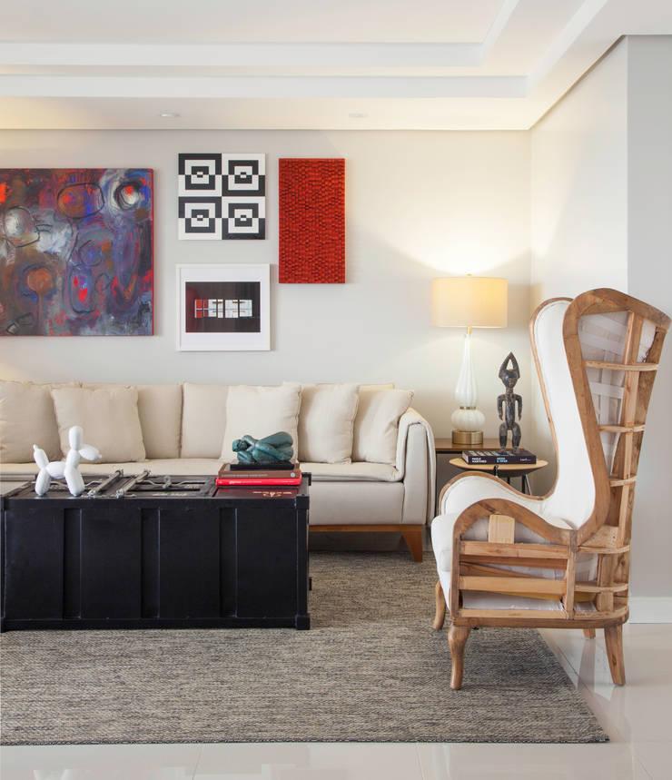 Living room by Johnny Thomsen Arquitetura e Design