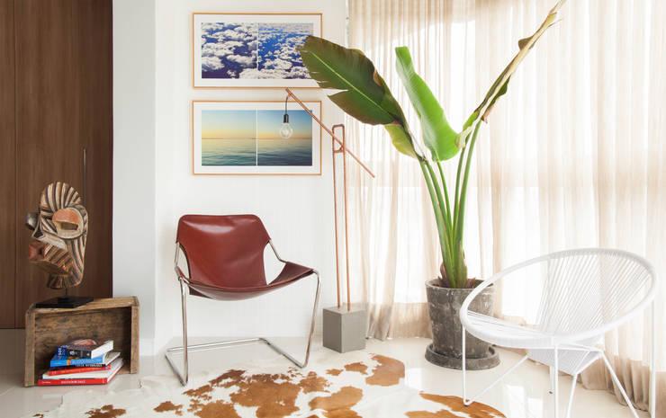 Artsy Design Apartment: Terraços  por Johnny Thomsen Design de Interiores