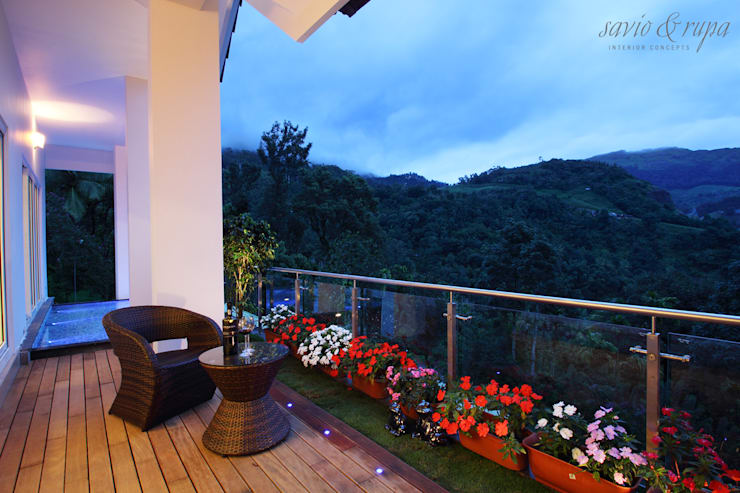 Outdoor Deck:  Garden by Savio and Rupa Interior Concepts