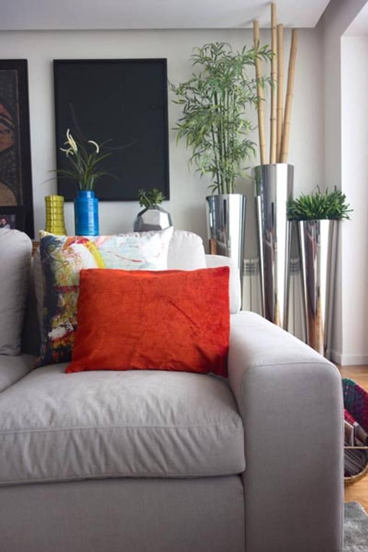 Uma decoração depurada: Salas de estar  por Architect Your Home
