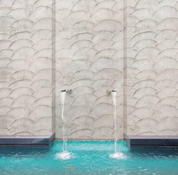 Wodoodporne tapety do kuchni i łazienek. Kolekcja H2O firmy Tecnografica: styl , w kategorii Ściany i podłogi zaprojektowany przez BandIt Design