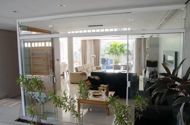 Salas / recibidores de estilo  por A/ZERO Arquitetura