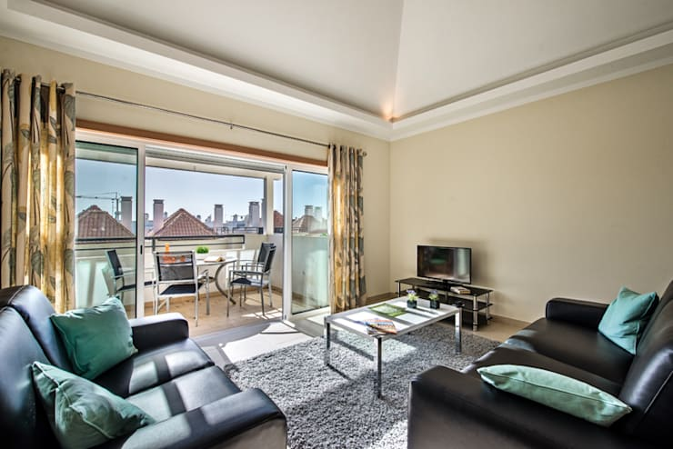 Rentals Furniture: Sala de estar  por Frontera Furniture Algarve
