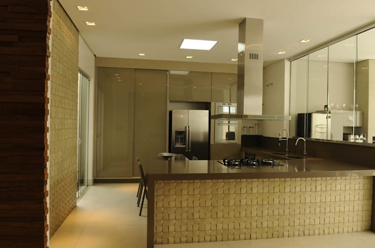 Residência AVS: Cozinhas modernas por A/ZERO Arquitetura