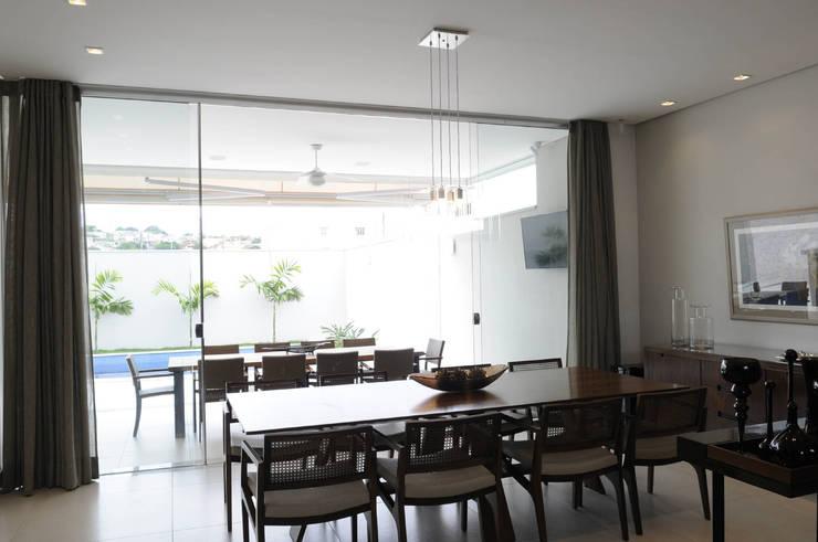 Salas de estar modernas por A/ZERO Arquitetura
