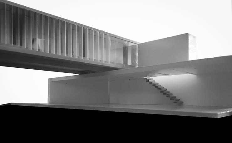 FOTO MAQUETA: desde PATIO:  de estilo  por CCMP Arquitectura