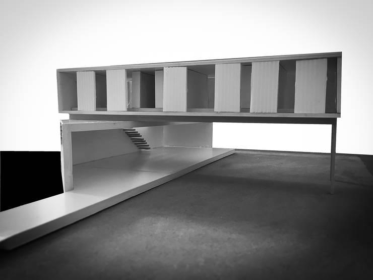 FOTO MAQUETA: desde ACCESO:  de estilo  por CCMP Arquitectura
