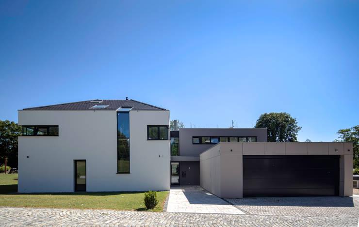 Case in stile in stile Moderno di Schiller Architektur BDA