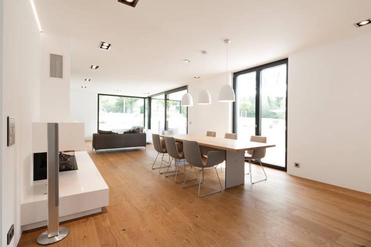 Sala da pranzo in stile in stile Moderno di Schiller Architektur BDA