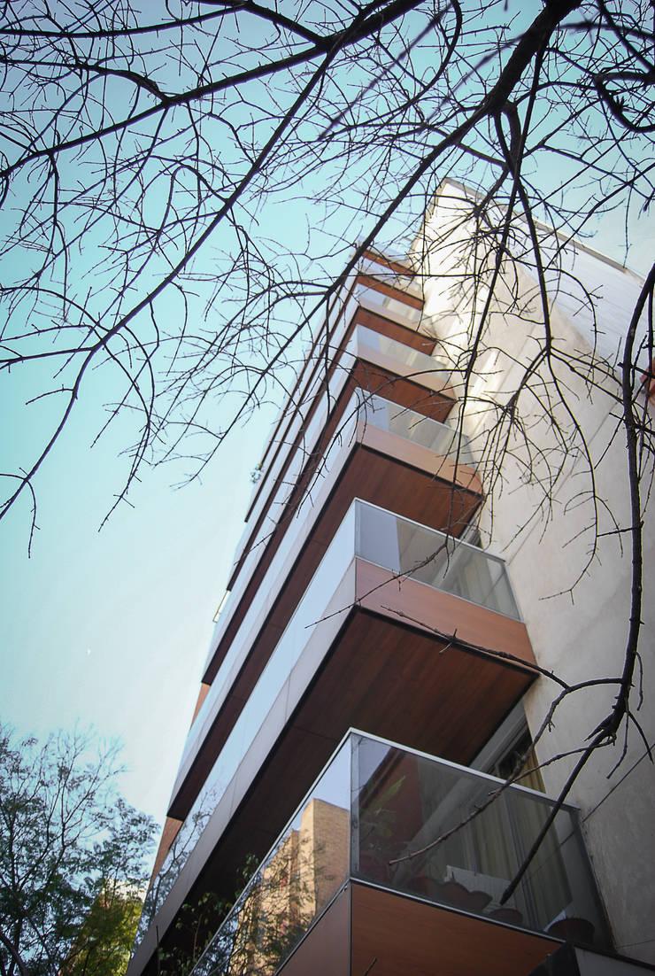 VIVIENDA en ALTURA: Casas de estilo  por CCMP Arquitectura