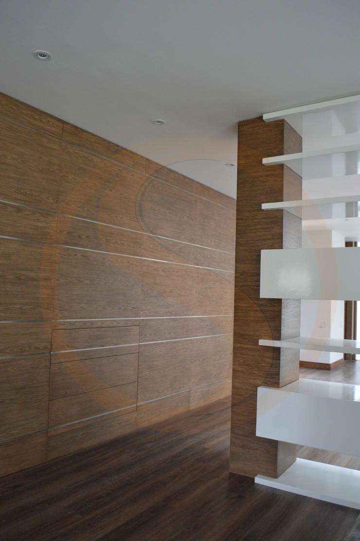 Acabados Arquitectónicos Casa Maguey: Pasillos y vestíbulos de estilo  por SINC