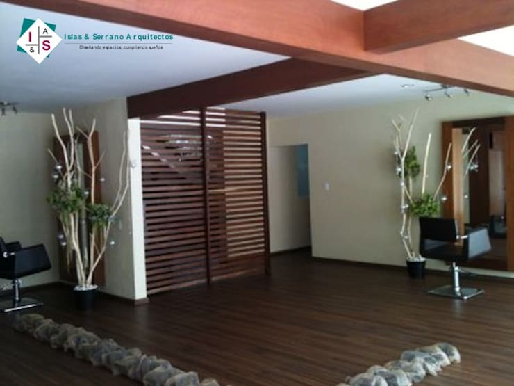 Sala de Belleza Chantelle:  de estilo  por ISLAS & SERRANO ARQUITECTOS