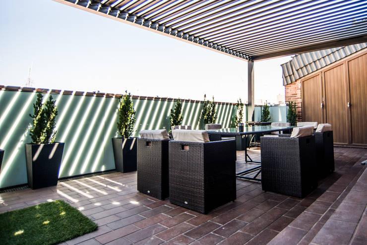 Ático Duplex, Reforma integral: Terrazas de estilo  de Molina Decoración