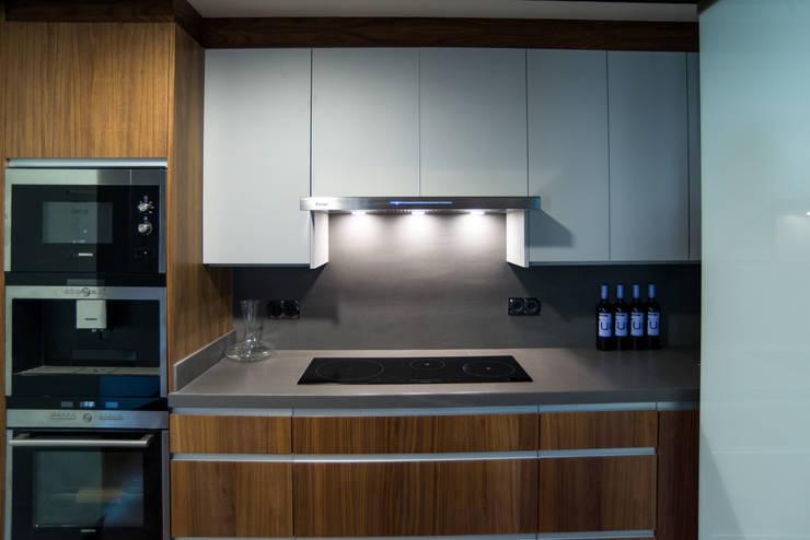 Ático Duplex, Reforma integral: Cocinas de estilo  de Molina Decoración