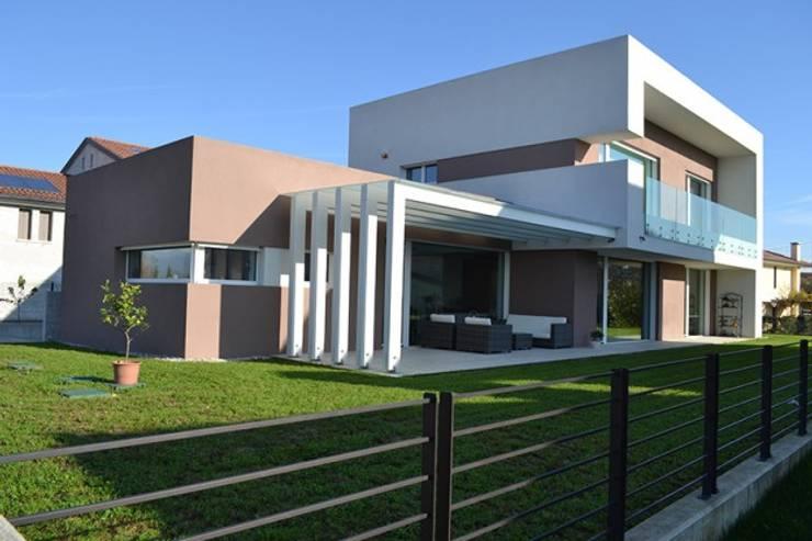 Edificio completato Casaclima Classe Gold: Case in stile  di WoodLab