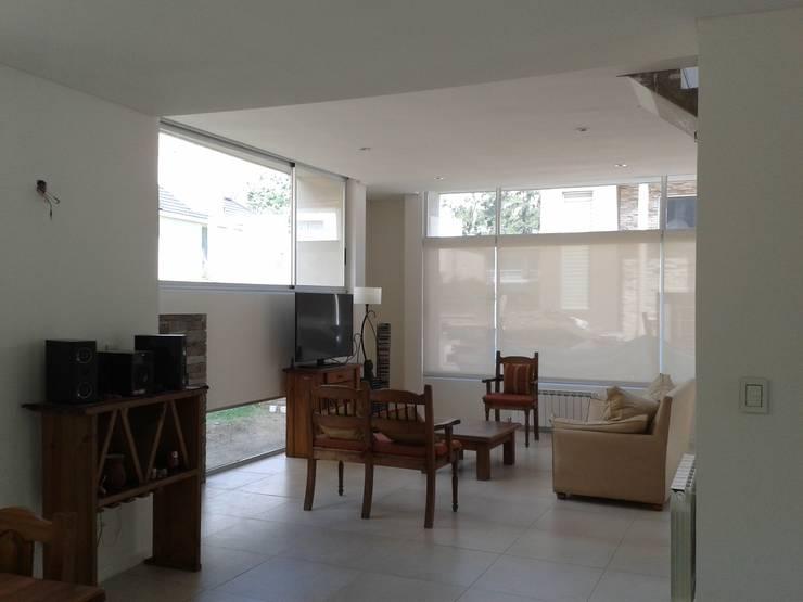Soleloir: Livings de estilo  por Arq Andrea Mei   - C O M E I -,Moderno