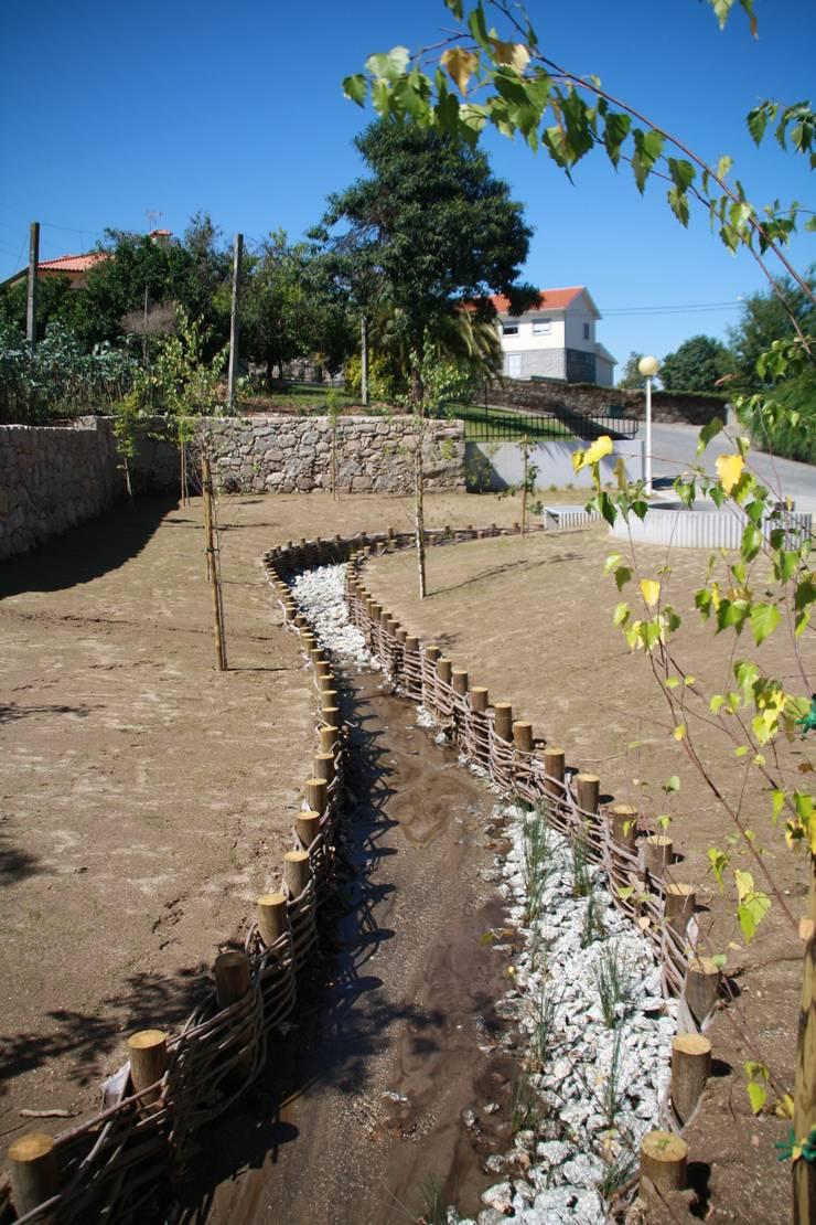 RIBEIRA DA ÍNSUA I BRAGA: Locais de eventos  por Habitat Arquitectura Paisagista