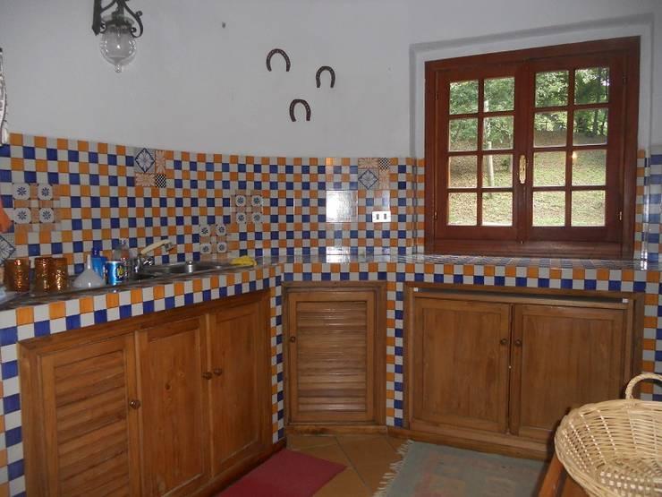 cucina in muratura: Cucina in stile  di immobiliare sublacense