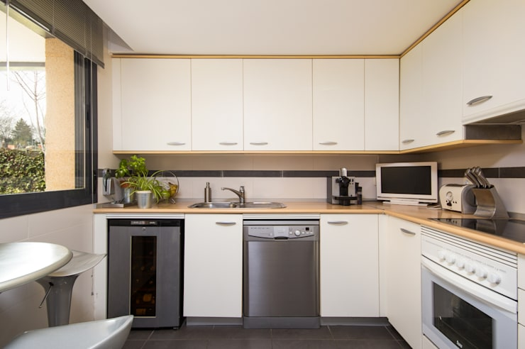 Casa en El Boalo (Madrid): Cocinas de estilo moderno de Alejandro León Photo