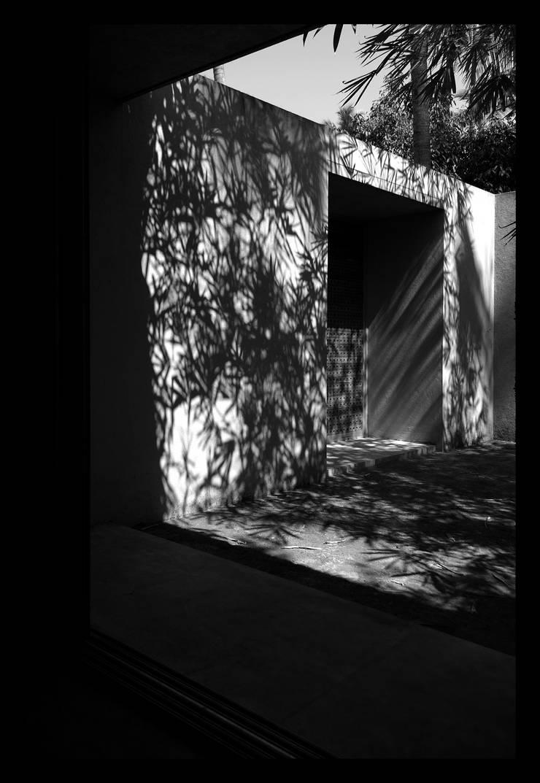 Courtyard:  Houses by GDKdesigns,Minimalist