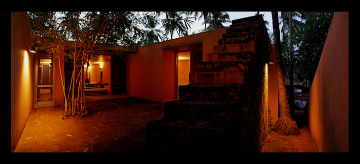 Panoramic view looking towards the entrance and the courtyard:  Houses by GDKdesigns,Minimalist