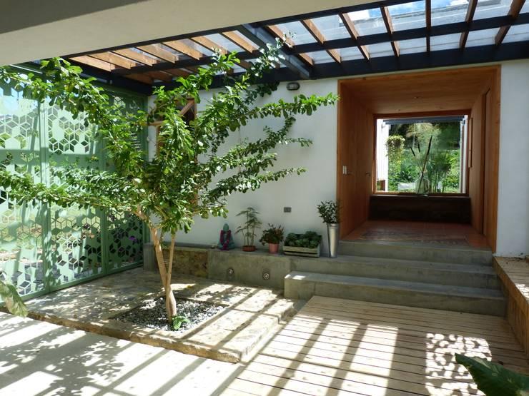 Patio: Jardines de estilo  por interior137 arquitectos
