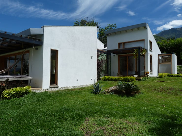 Casa Copacabana: Casas de estilo  por interior137 arquitectos