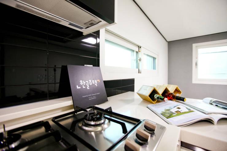 전원주택으로도 손색없는 다가구주택 [경기도 성남 시흥]: 한글주택(주)의  주방,