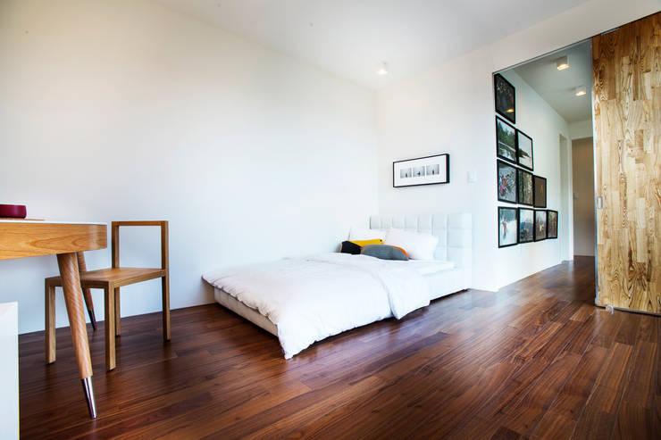 Projekty,  Sypialnia zaprojektowane przez 한글주택(주)