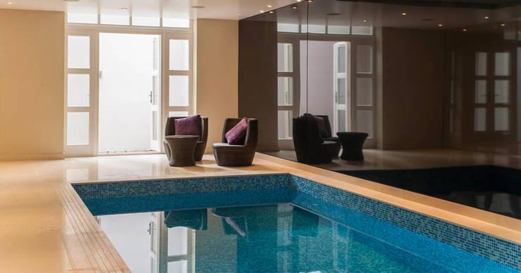 Swimming Pool:  Pool by Aqua Platinum Projects, Classic