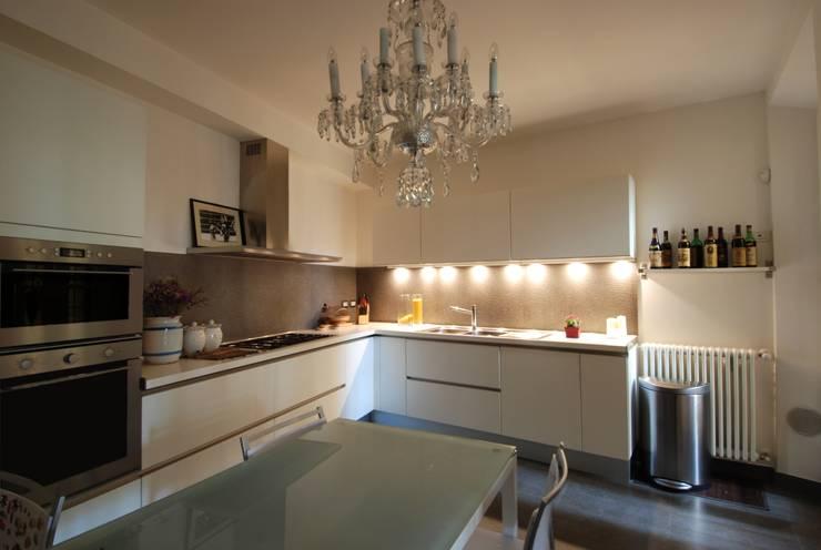 Cucina: Cucina in stile in stile Classico di STUDIO ARCHIFIRENZE