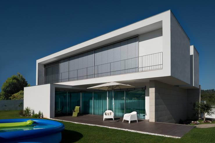 Casa MR: Casas  por BLK-Porto Arquitectura
