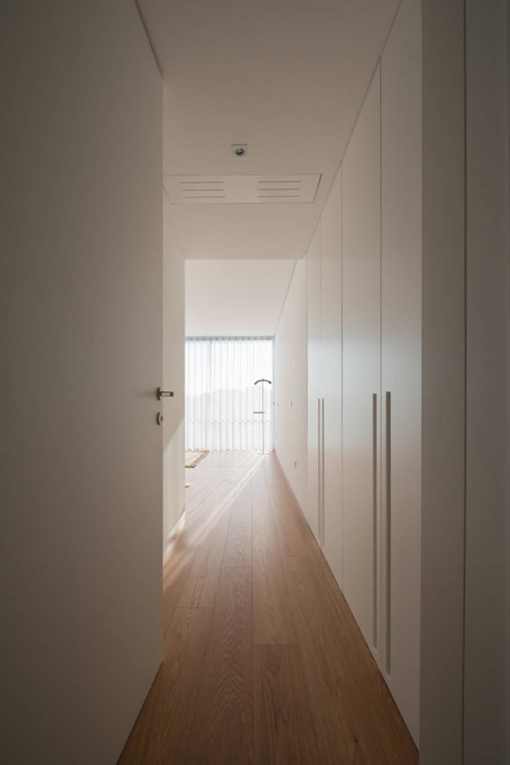 Casa MR: Quartos  por BLK-Porto Arquitectura