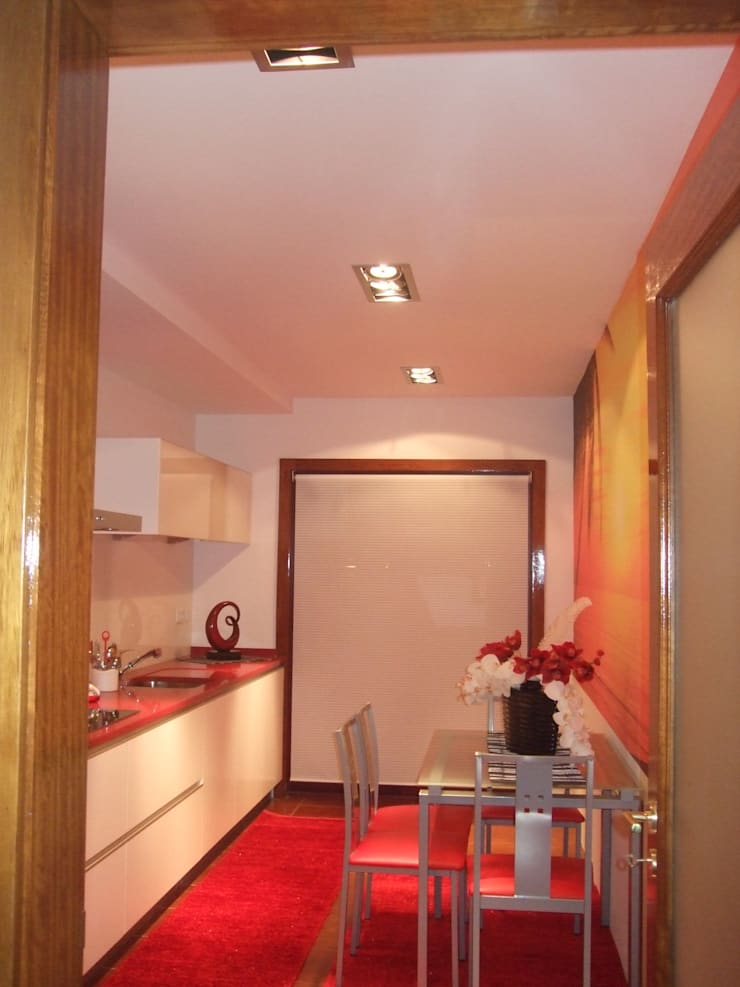 Cozinha remodelada:   por Decoracoes Gina, Lda