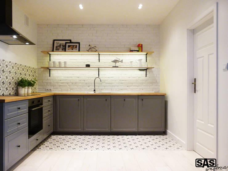 Projekt mieszkania na wynajem w Zielonej Górze: styl , w kategorii Kuchnia zaprojektowany przez SAS