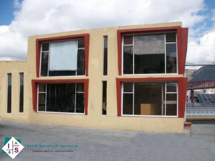 Dirección General:  de estilo  por ISLAS & SERRANO ARQUITECTOS