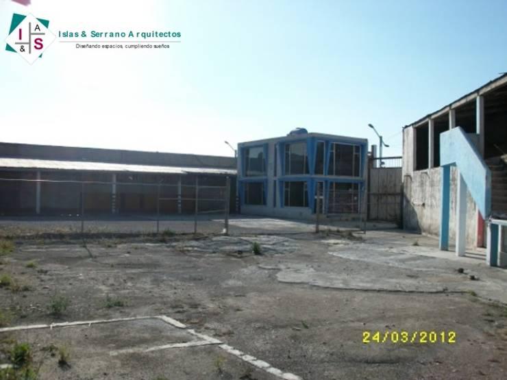 Edificio central:  de estilo  por ISLAS & SERRANO ARQUITECTOS