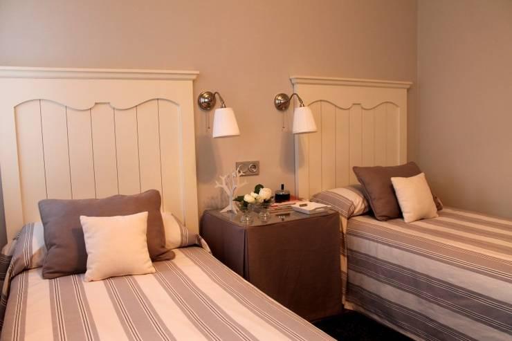 Diseño y reforma integral de piso.: Dormitorios de estilo  de COINA
