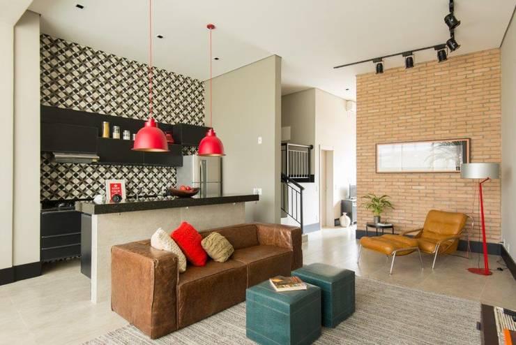 Salas / recibidores de estilo moderno por Samaia Arquitetura+Design