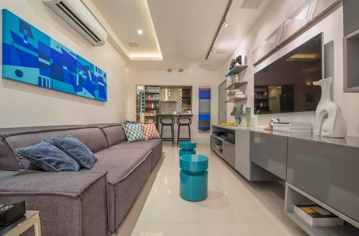 Salas / recibidores de estilo  por EMMILIA CARDOSO DESIGNERS ASSOCIADOS