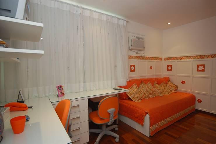 Apartamento Laranja: Quartos  por EMMILIA CARDOSO DESIGNERS ASSOCIADOS