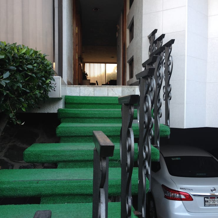 ENTRADA PRINCIPAL DE CASA HABITACIÓN: Casas de estilo  por Alejandra Zavala P.