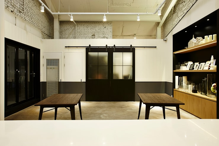 ONE_BITE (홍대): 2wavestudio (투웨이브스튜디오)의  상업 공간,인더스트리얼