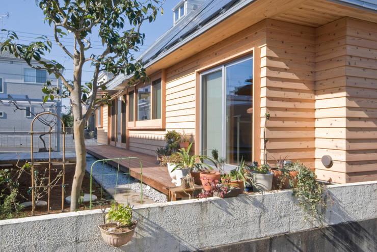 Jardines de estilo  por 千田建築設計